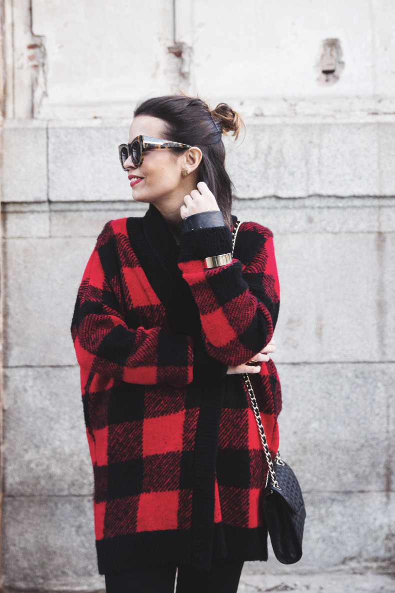 Checked_Cardigan-Black_And_Red-Balenciaga_Boots-Outfit-Rebecca_Minkoff-Quilted_Bag-Street_style-22