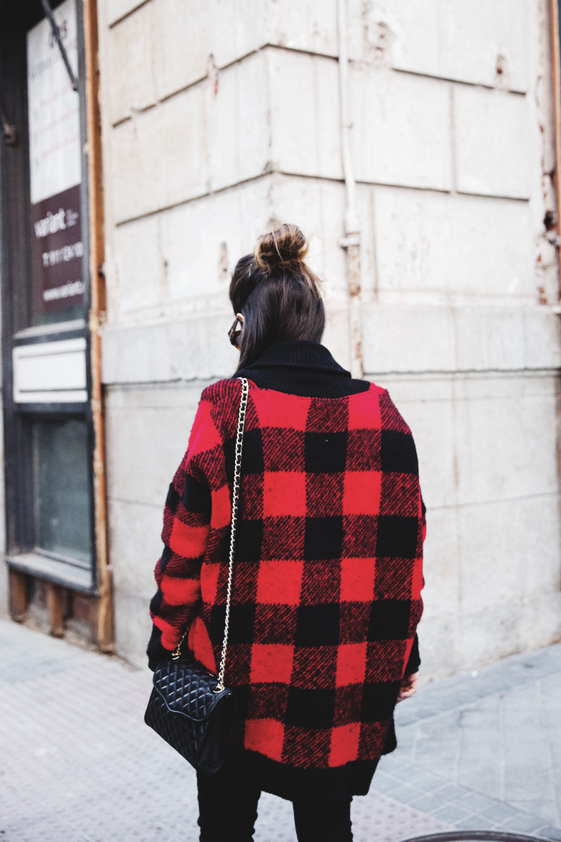 Checked_Cardigan-Black_And_Red-Balenciaga_Boots-Outfit-Rebecca_Minkoff-Quilted_Bag-Street_style-5