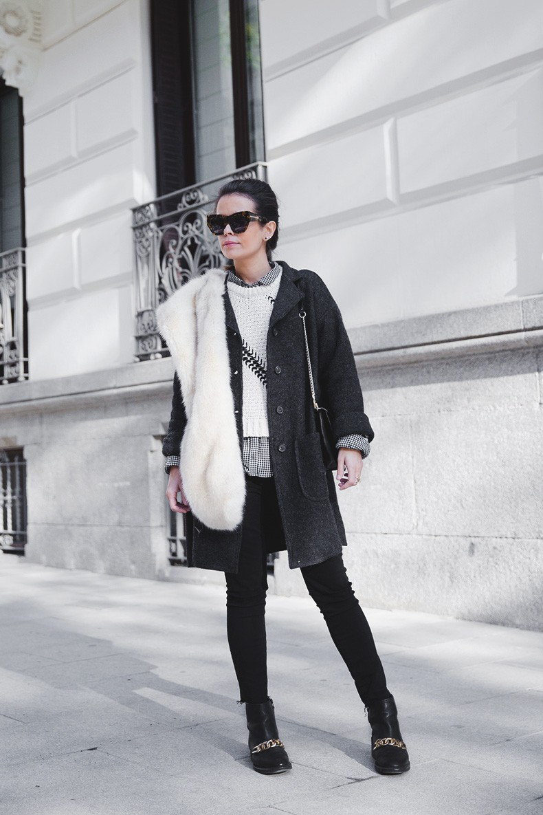 Faux_Fur_Scarf-Miandco_Coat-Plaid_Shirt-Layers-Chained_Boots-Outfits-Street_Style-French_Braid-16