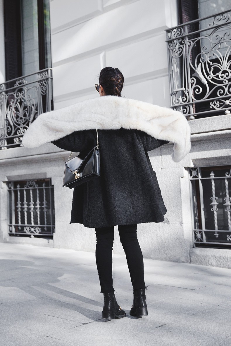 Faux_Fur_Scarf-Miandco_Coat-Plaid_Shirt-Layers-Chained_Boots-Outfits-Street_Style-French_Braid-18