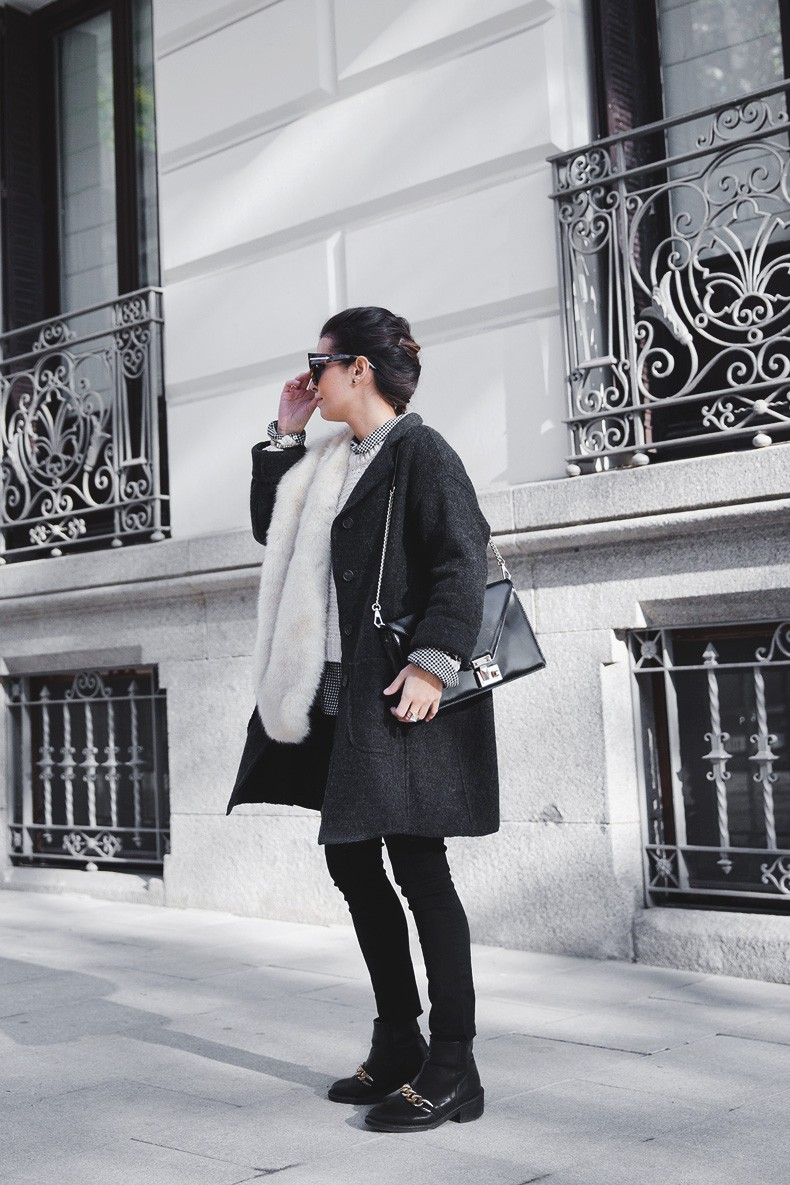 Faux_Fur_Scarf-Miandco_Coat-Plaid_Shirt-Layers-Chained_Boots-Outfits-Street_Style-French_Braid-20