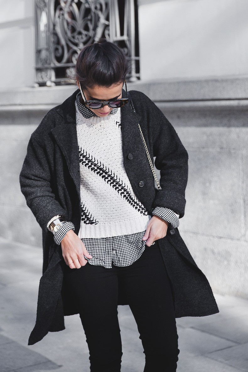 Faux_Fur_Scarf-Miandco_Coat-Plaid_Shirt-Layers-Chained_Boots-Outfits-Street_Style-French_Braid-25
