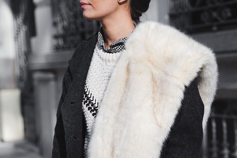 Faux_Fur_Scarf-Miandco_Coat-Plaid_Shirt-Layers-Chained_Boots-Outfits-Street_Style-French_Braid-36