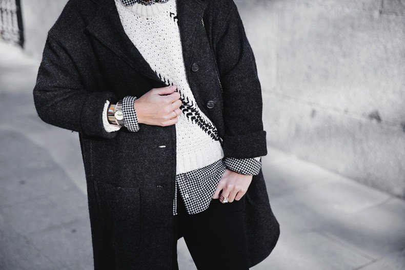 Faux_Fur_Scarf-Miandco_Coat-Plaid_Shirt-Layers-Chained_Boots-Outfits-Street_Style-French_Braid-47