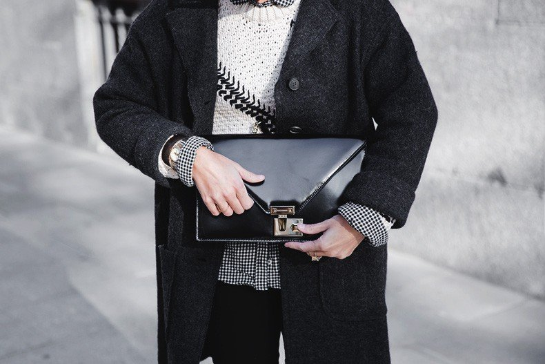 Faux_Fur_Scarf-Miandco_Coat-Plaid_Shirt-Layers-Chained_Boots-Outfits-Street_Style-French_Braid-51