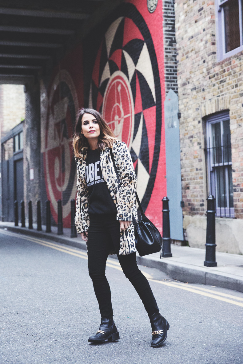 London_Rimmel-Leopard_Coat-Pepe_Jeans-Black-Obey_Sweatshirt-Chained_Boots-Outfit-Street_Style-
