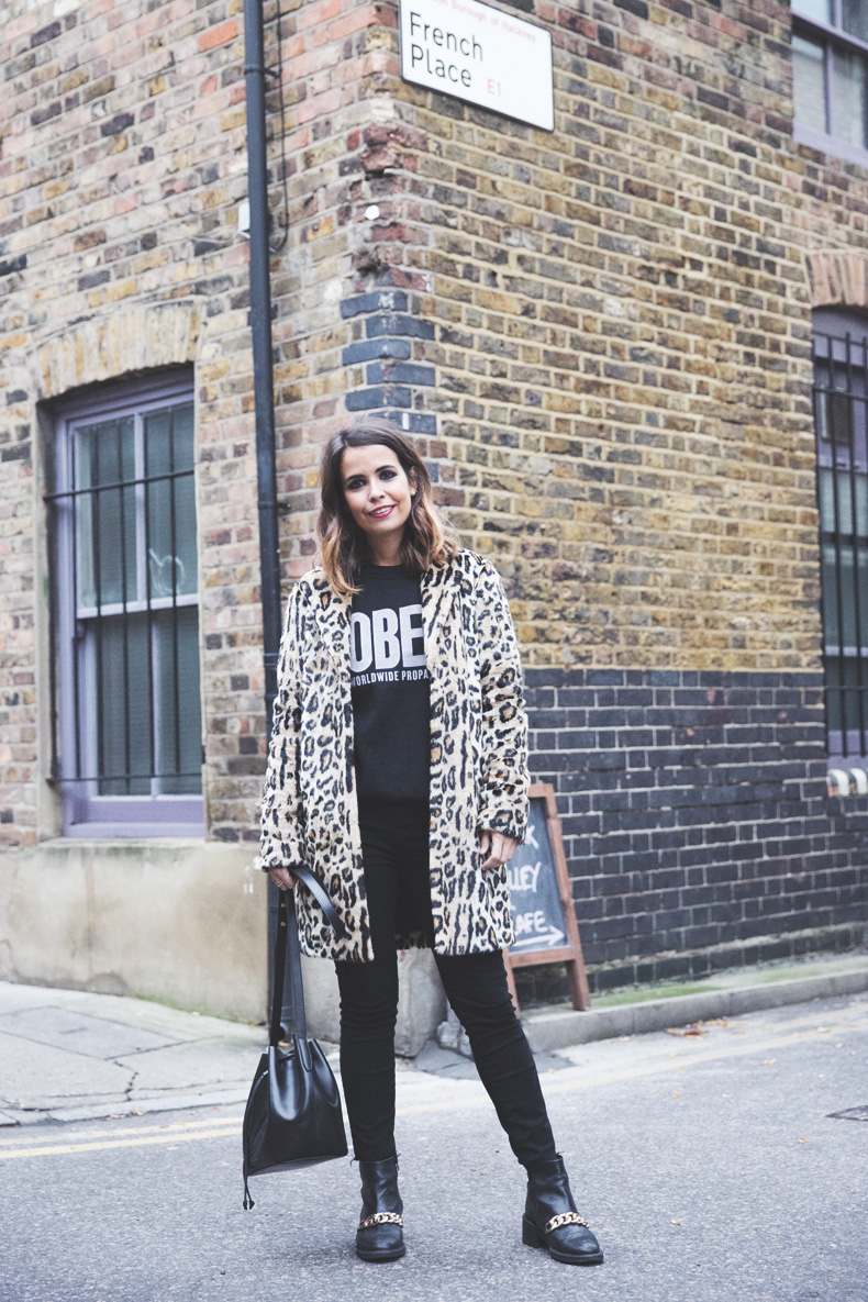 London_Rimmel-Leopard_Coat-Pepe_Jeans-Black-Obey_Sweatshirt-Chained_Boots-Outfit-Street_Style-13
