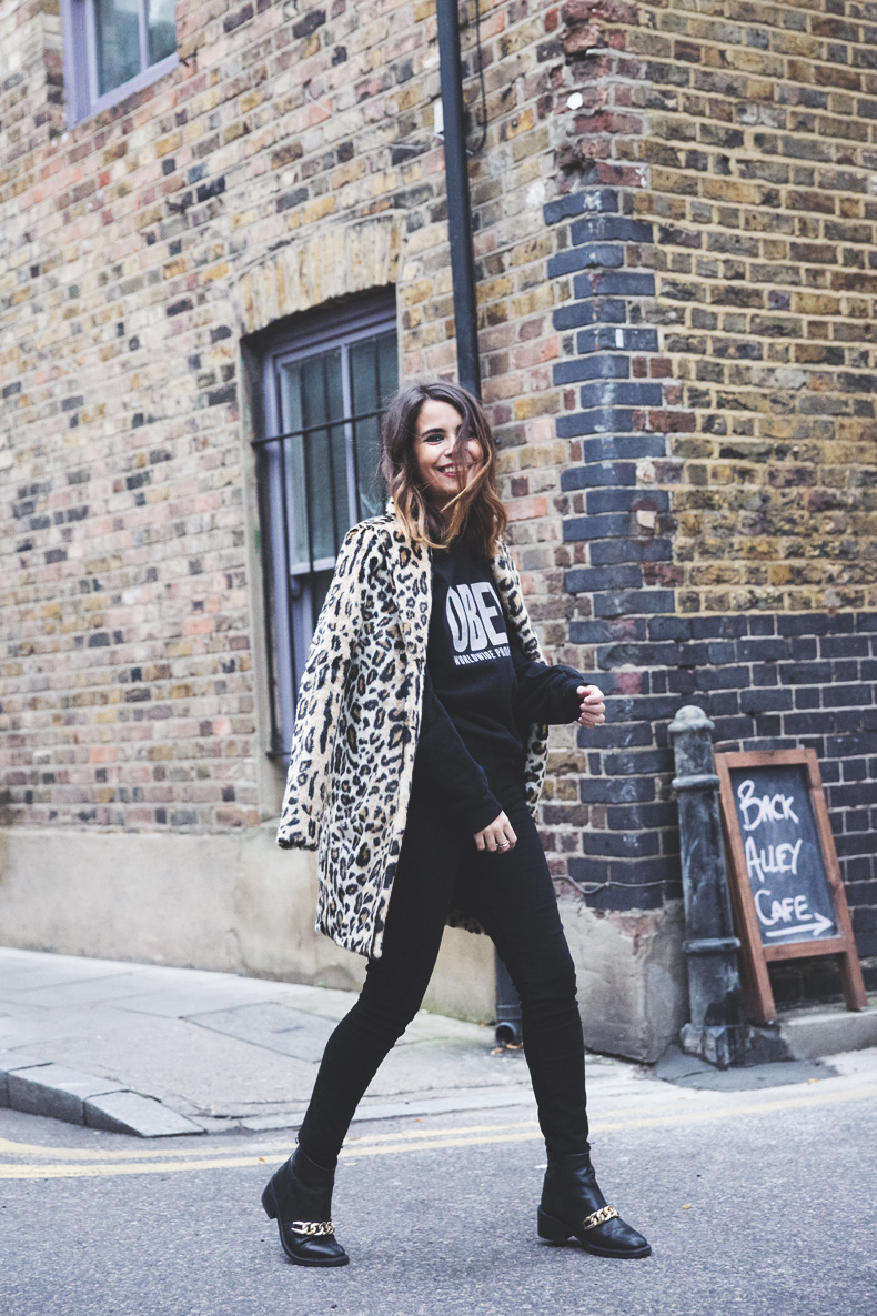 London_Rimmel-Leopard_Coat-Pepe_Jeans-Black-Obey_Sweatshirt-Chained_Boots-Outfit-Street_Style-23