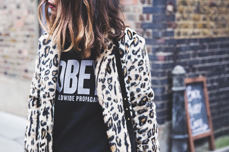 London_Rimmel-Leopard_Coat-Pepe_Jeans-Black-Obey_Sweatshirt-Chained_Boots-Outfit-Street_Style-39
