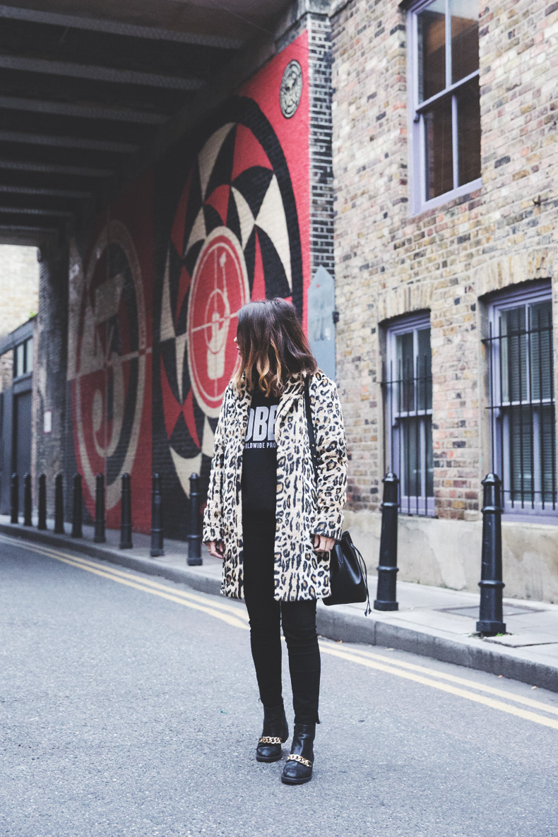 London_Rimmel-Leopard_Coat-Pepe_Jeans-Black-Obey_Sweatshirt-Chained_Boots-Outfit-Street_Style-4