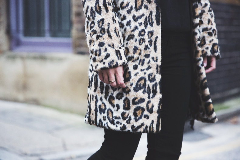 London_Rimmel-Leopard_Coat-Pepe_Jeans-Black-Obey_Sweatshirt-Chained_Boots-Outfit-Street_Style-40