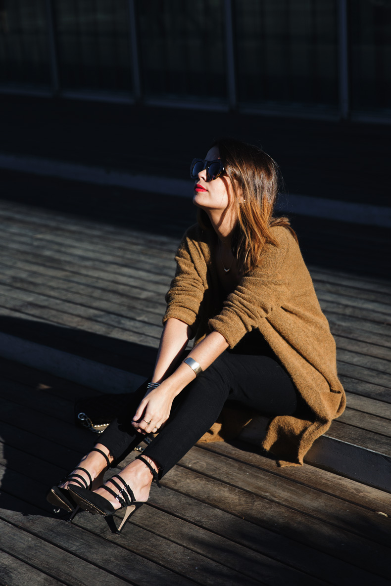 Maxi_Cardigan-Lace_Leather_Top-Bucklets_Shoes-Skinny_Jeans-Outfit-Street_Style-1