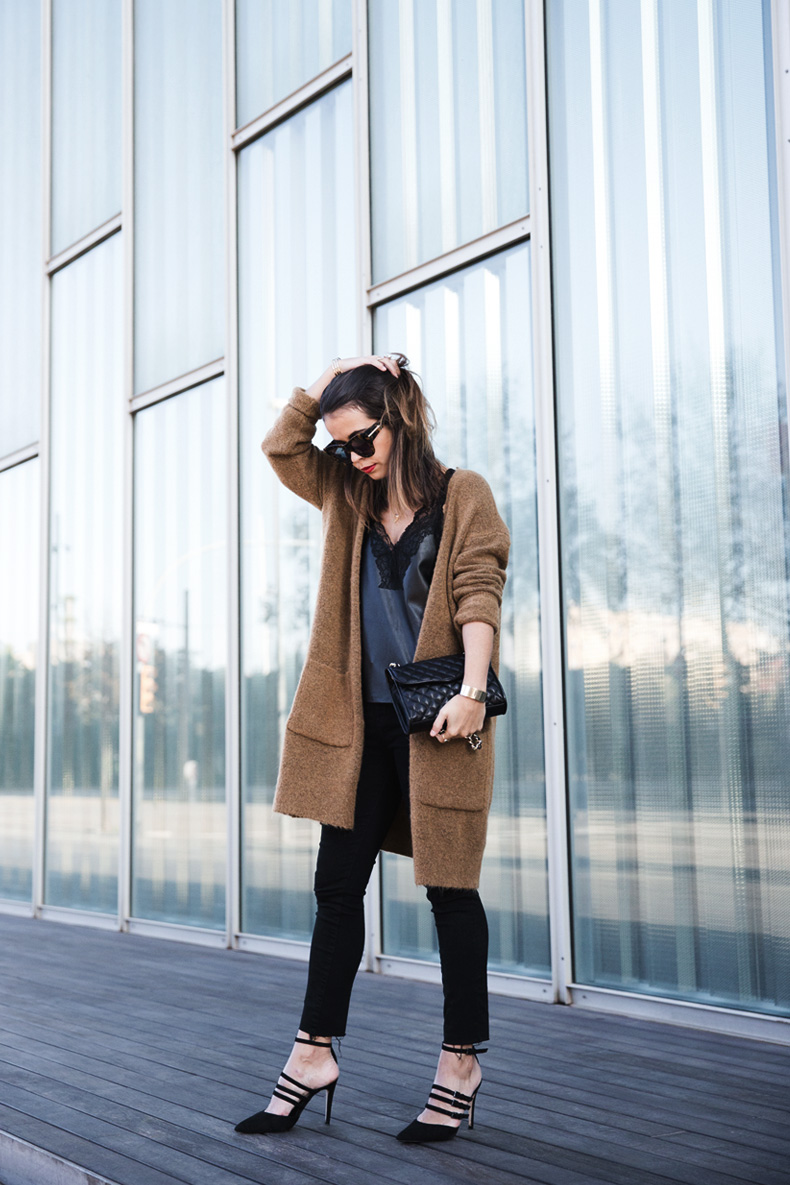 Maxi_Cardigan-Lace_Leather_Top-Bucklets_Shoes-Skinny_Jeans-Outfit-Street_Style-19
