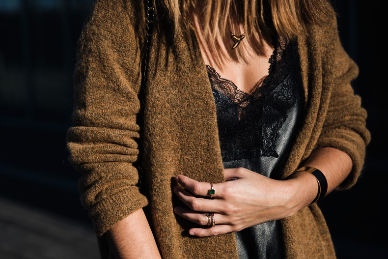 Maxi_Cardigan-Lace_Leather_Top-Bucklets_Shoes-Skinny_Jeans-Outfit-Street_Style-40