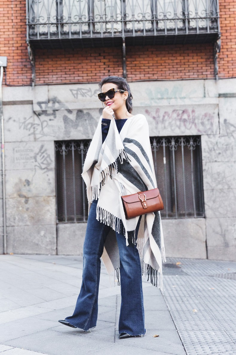 Stripe_Cape_Asos-Flare_Jeans-Outfit-Street_Style-41