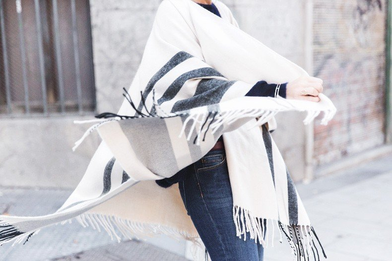 Stripe_Cape_Asos-Flare_Jeans-Outfit-Street_Style-60