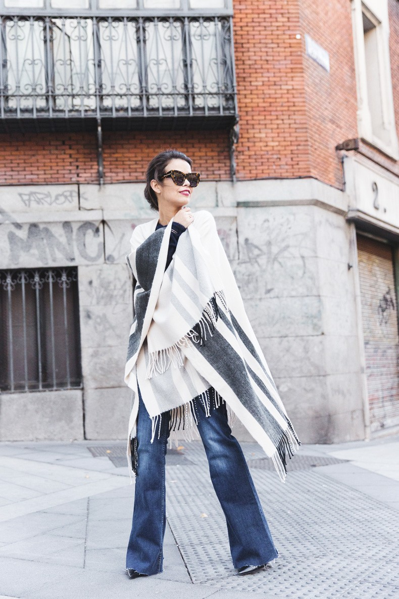 Stripe_Cape_Asos-Flare_Jeans-Outfit-Street_Style-76