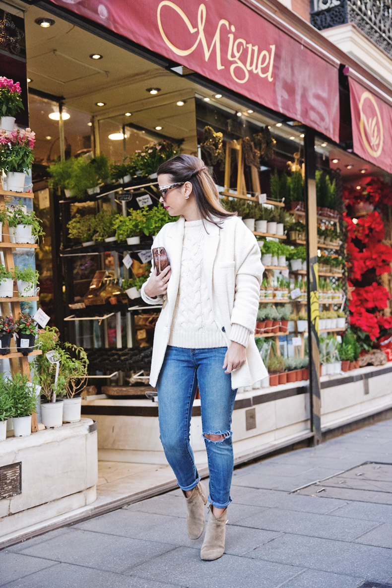 White_Coat-Knitted_Jumper-Maje-Ripped_Jeans-Outfit-Street_Style-15