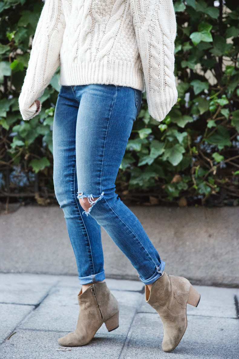 White_Coat-Knitted_Jumper-Maje-Ripped_Jeans-Outfit-Street_Style-36