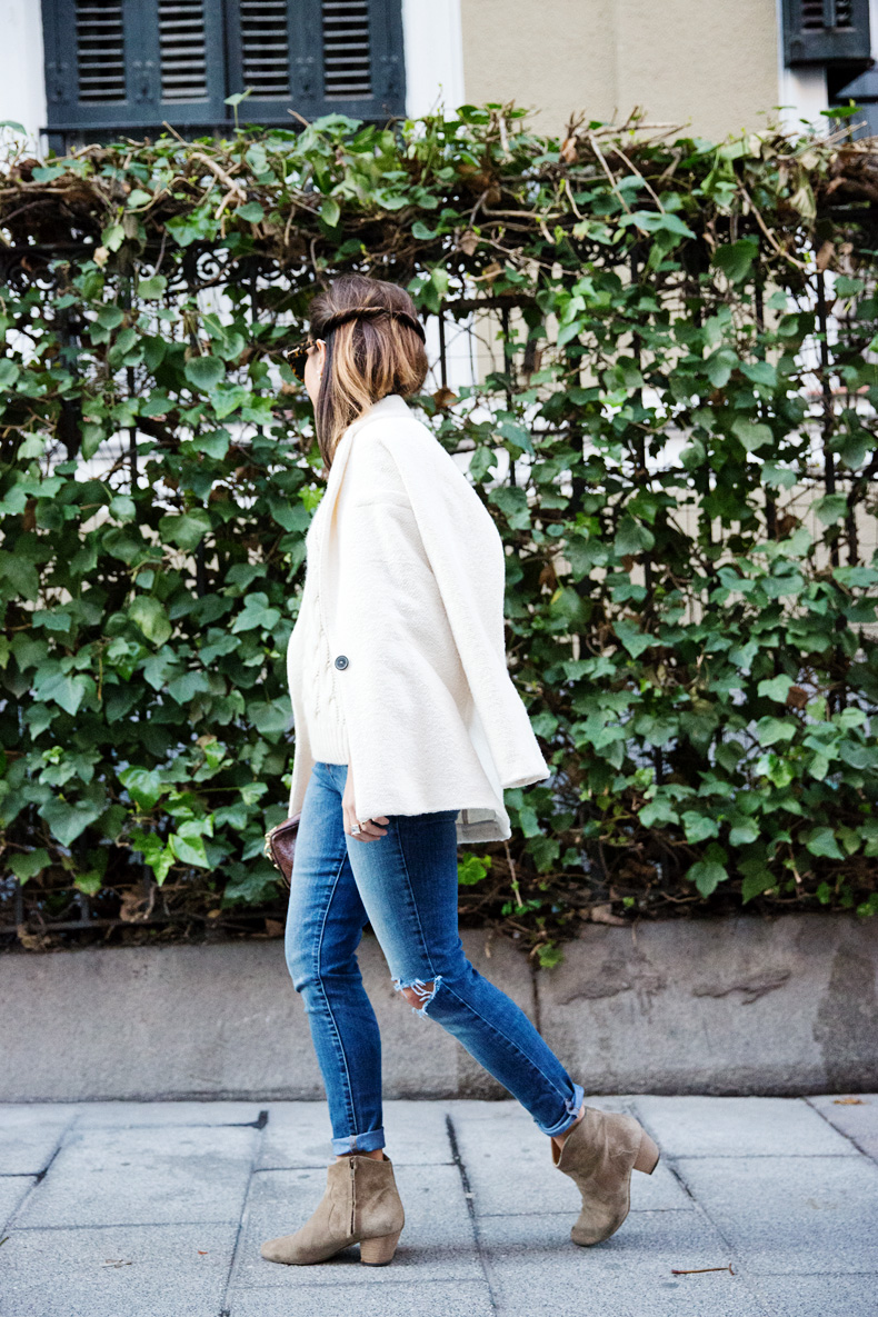 White_Coat-Knitted_Jumper-Maje-Ripped_Jeans-Outfit-Street_Style-45