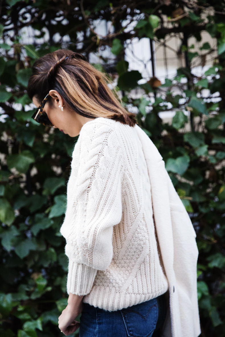 White_Coat-Knitted_Jumper-Maje-Ripped_Jeans-Outfit-Street_Style-51