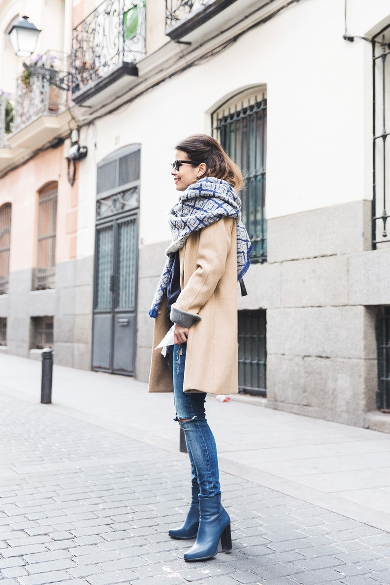 Camel_Coat-Blue_Sweater_Plaid_Shirt-Maxi_Scarf-Outfit-Blue_Boots-Outfit-Street_Style-Collage_Vintage-10