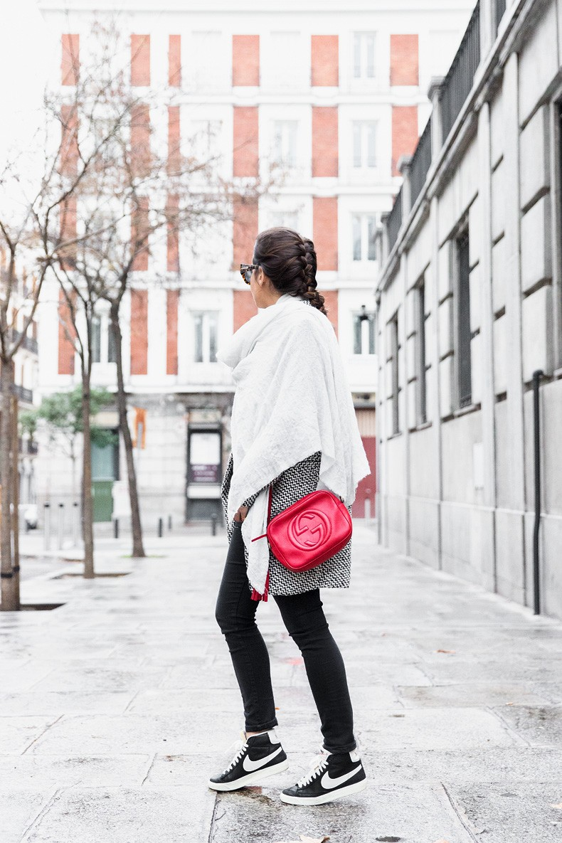 Mixing_Prints-Striped_Top-Red_Bag-Gucci_Disco_Bag-Outfit-Street_Style-Collage_Vintage-24