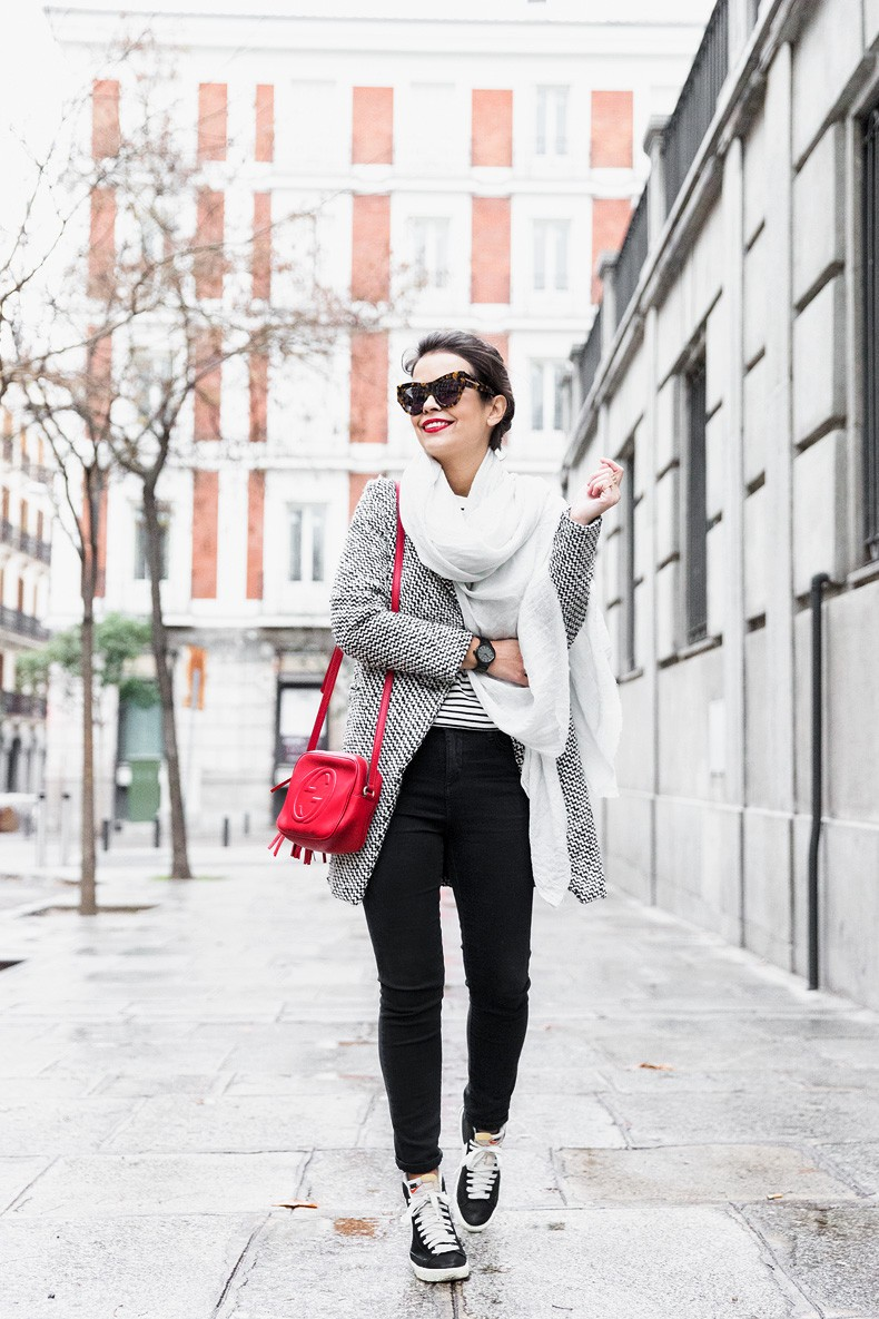 Mixing_Prints-Striped_Top-Red_Bag-Gucci_Disco_Bag-Outfit-Street_Style-Collage_Vintage-34