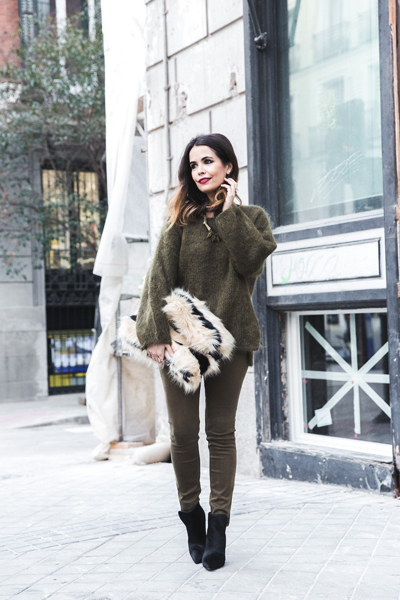 Open_back_Sweater-Khaki-Outfit-Street_Style-Collage_Vintage-Fur_Clutch-13