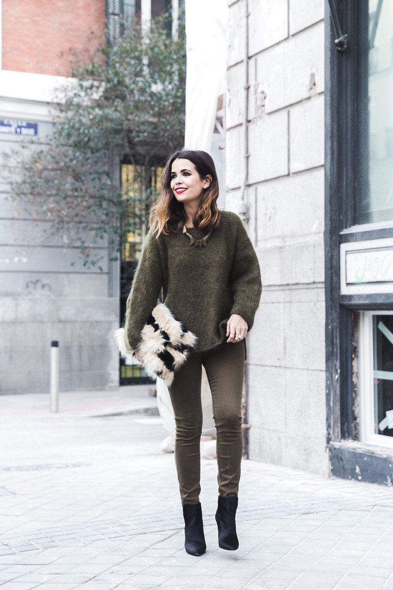 Open_back_Sweater-Khaki-Outfit-Street_Style-Collage_Vintage-Fur_Clutch-21