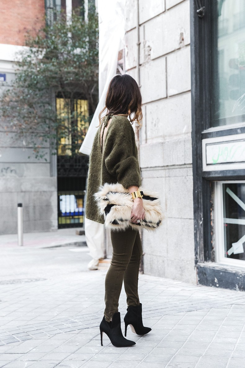 Open_back_Sweater-Khaki-Outfit-Street_Style-Collage_Vintage-Fur_Clutch-27