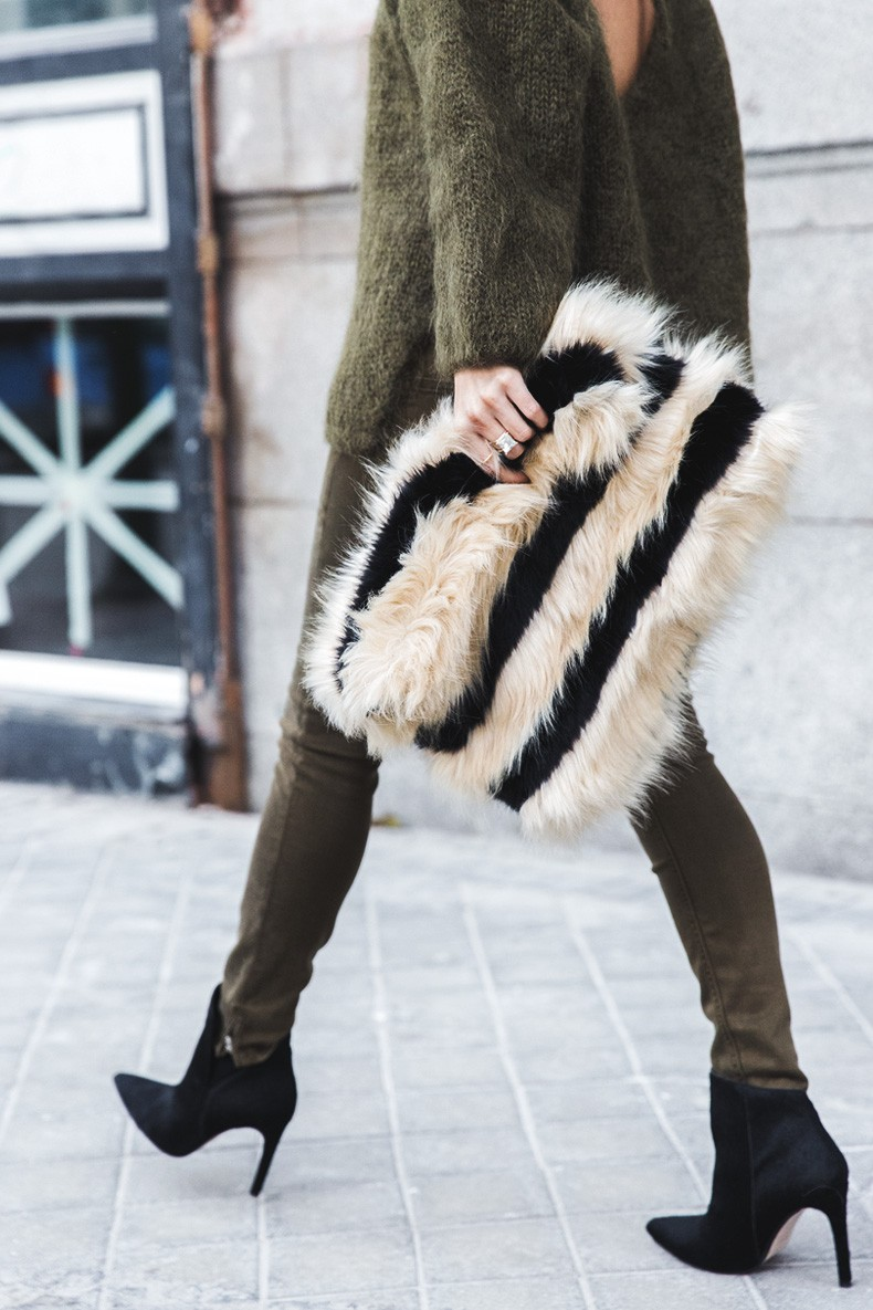 Open_back_Sweater-Khaki-Outfit-Street_Style-Collage_Vintage-Fur_Clutch-34