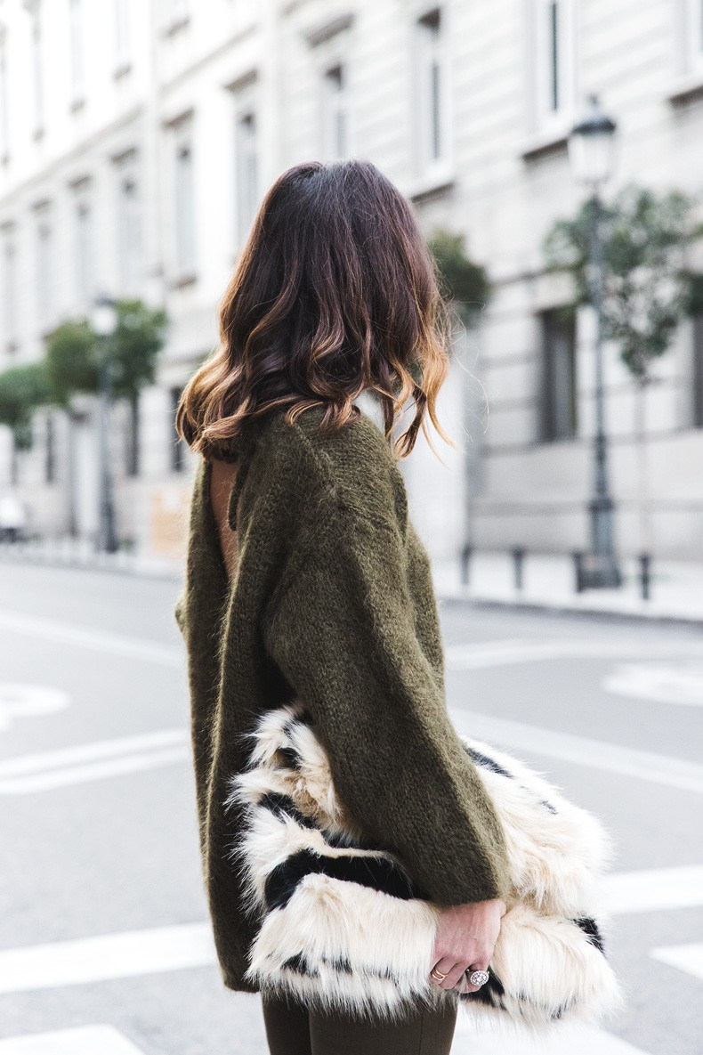Open_back_Sweater-Khaki-Outfit-Street_Style-Collage_Vintage-Fur_Clutch-42