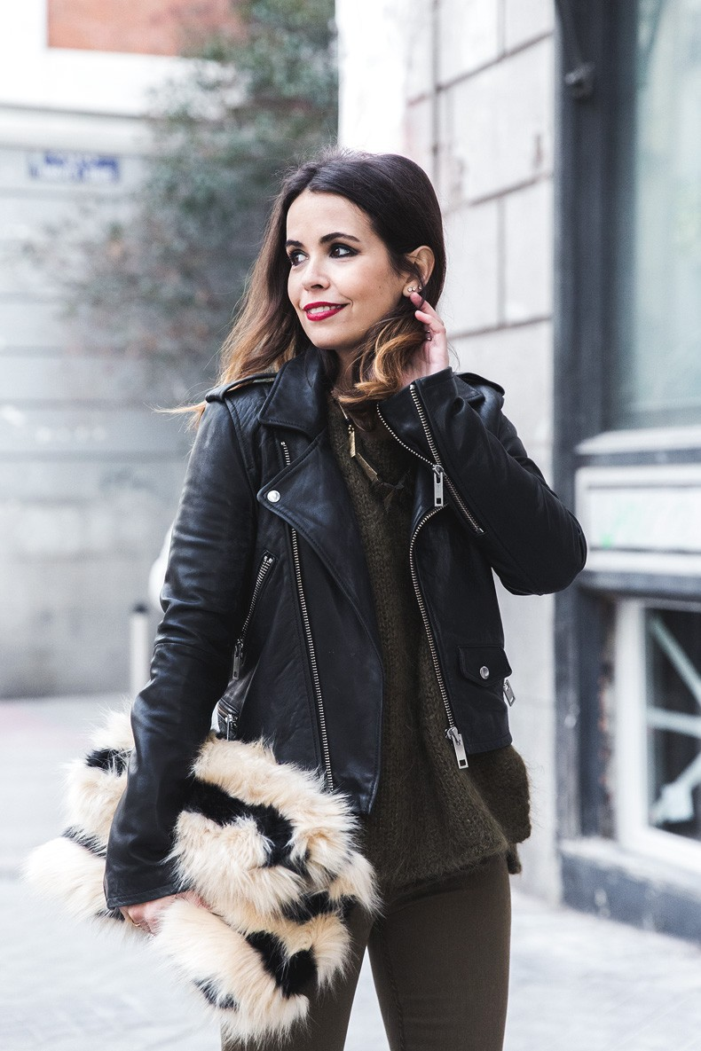 Open_back_Sweater-Khaki-Outfit-Street_Style-Collage_Vintage-Fur_Clutch-46