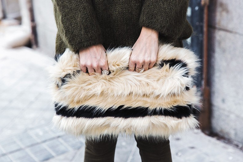 Open_back_Sweater-Khaki-Outfit-Street_Style-Collage_Vintage-Fur_Clutch-53