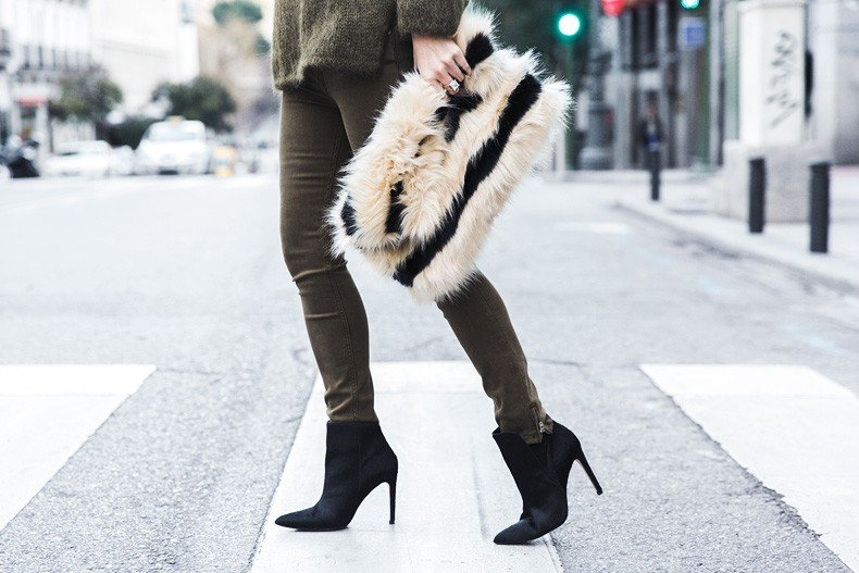 Open_back_Sweater-Khaki-Outfit-Street_Style-Collage_Vintage-Fur_Clutch-77