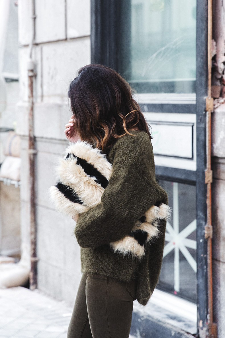 Open_back_Sweater-Khaki-Outfit-Street_Style-Collage_Vintage-Fur_Clutch-8