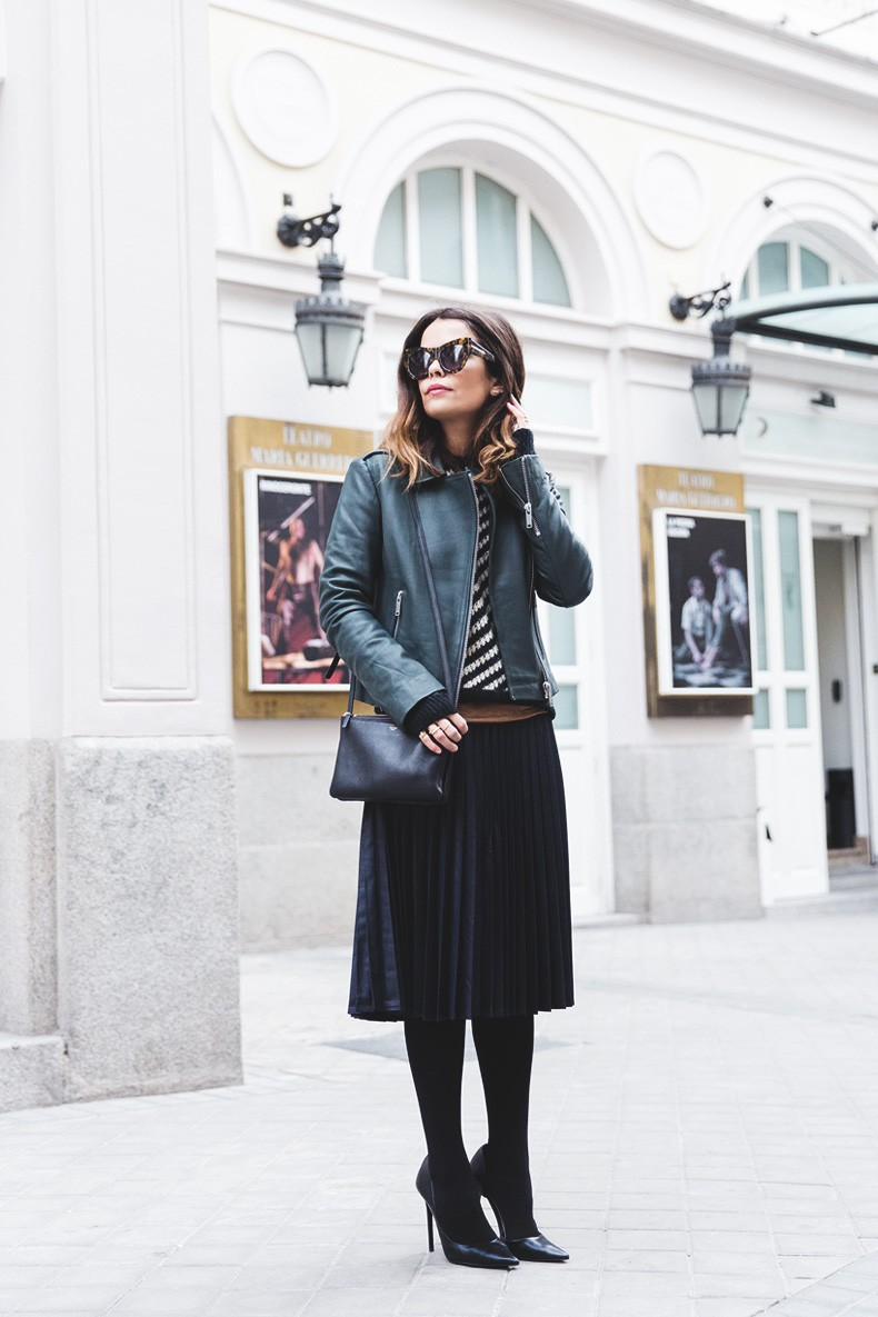 Pleated_Skirt-Striped_Sweater-APC_Paris-Green_Biker_Jacket-Reiss_Fashion-Outfit-Street_Style-16