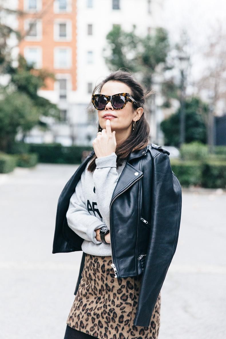 SweatShirt-Blanco_Suite-Leopard_Skirt-Topshop-Balenciaga_Cut_Out_Boots-Biker_Jacket_Maje-Street_Style-17