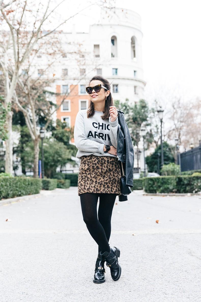 SweatShirt-Blanco_Suite-Leopard_Skirt-Topshop-Balenciaga_Cut_Out_Boots-Biker_Jacket_Maje-Street_Style-32
