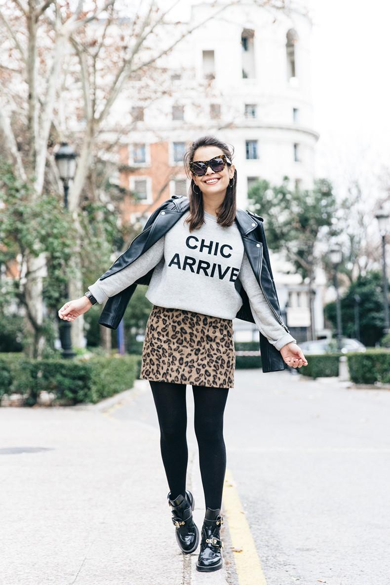 SweatShirt-Blanco_Suite-Leopard_Skirt-Topshop-Balenciaga_Cut_Out_Boots-Biker_Jacket_Maje-Street_Style-37