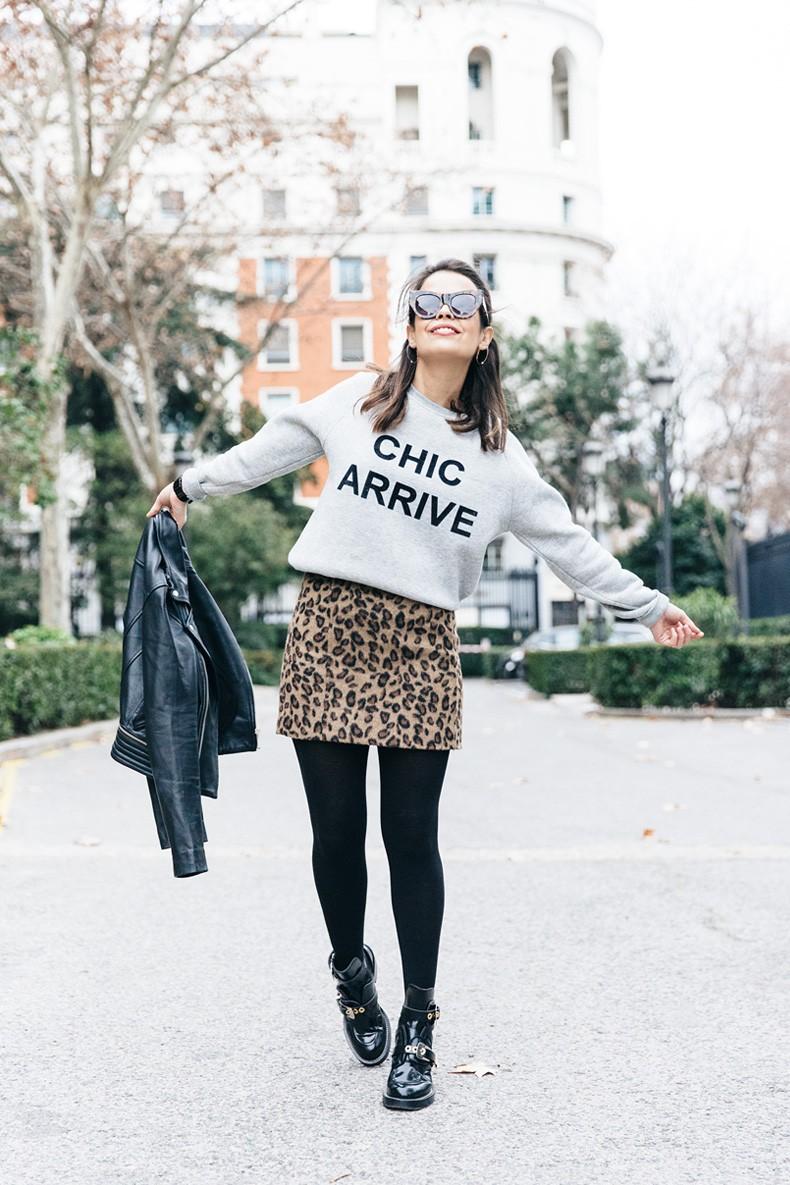 SweatShirt-Blanco_Suite-Leopard_Skirt-Topshop-Balenciaga_Cut_Out_Boots-Biker_Jacket_Maje-Street_Style-45