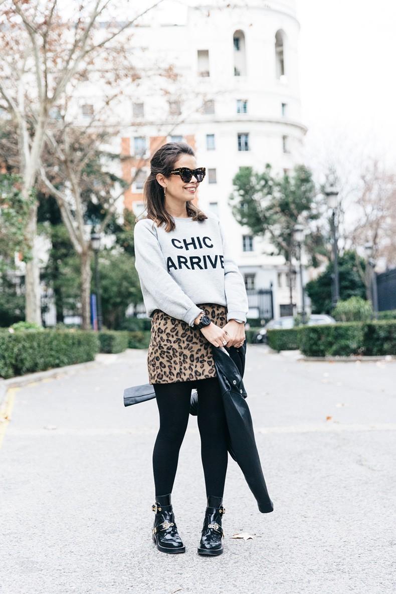 SweatShirt-Blanco_Suite-Leopard_Skirt-Topshop-Balenciaga_Cut_Out_Boots-Biker_Jacket_Maje-Street_Style-48