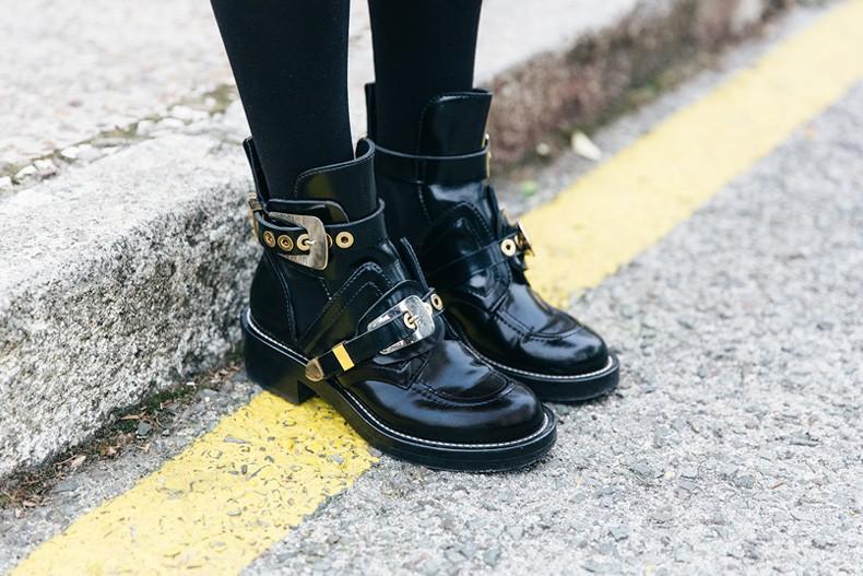 SweatShirt-Blanco_Suite-Leopard_Skirt-Topshop-Balenciaga_Cut_Out_Boots-Biker_Jacket_Maje-Street_Style-73
