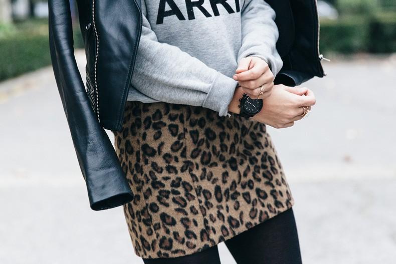 SweatShirt-Blanco_Suite-Leopard_Skirt-Topshop-Balenciaga_Cut_Out_Boots-Biker_Jacket_Maje-Street_Style-74