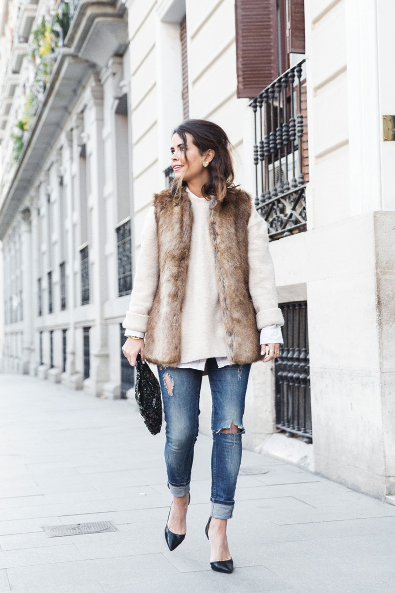Tous_Jewelry-Faux_Fur_Vest-Ripped_Jeans-Beaded_Clutch-Outfit-Street_Style-19