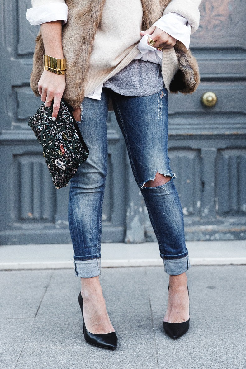 Tous_Jewelry-Faux_Fur_Vest-Ripped_Jeans-Beaded_Clutch-Outfit-Street_Style-31