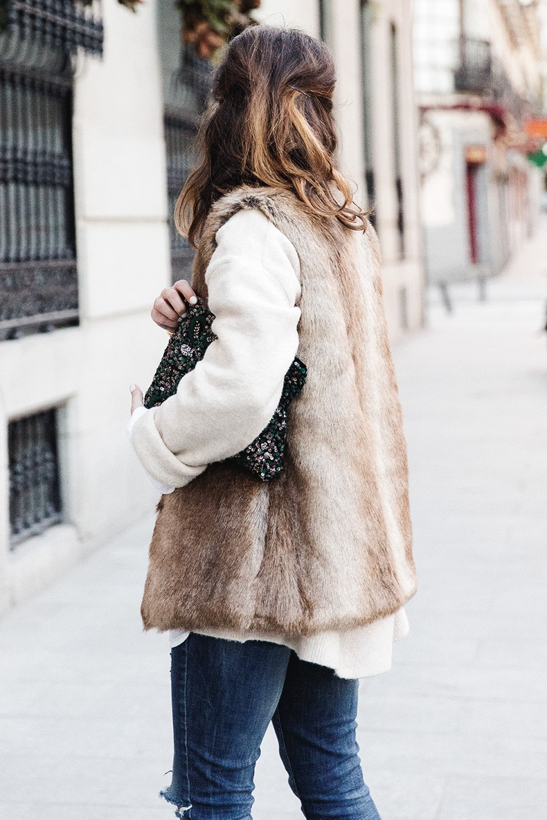 Tous_Jewelry-Faux_Fur_Vest-Ripped_Jeans-Beaded_Clutch-Outfit-Street_Style-41