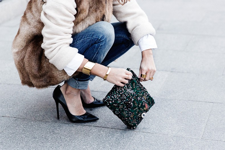 Tous_Jewelry-Faux_Fur_Vest-Ripped_Jeans-Beaded_Clutch-Outfit-Street_Style-72