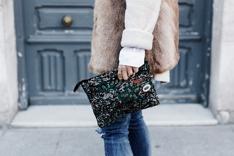Tous_Jewelry-Faux_Fur_Vest-Ripped_Jeans-Beaded_Clutch-Outfit-Street_Style-75